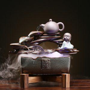 Thác nước phong thủy bên bình trà
